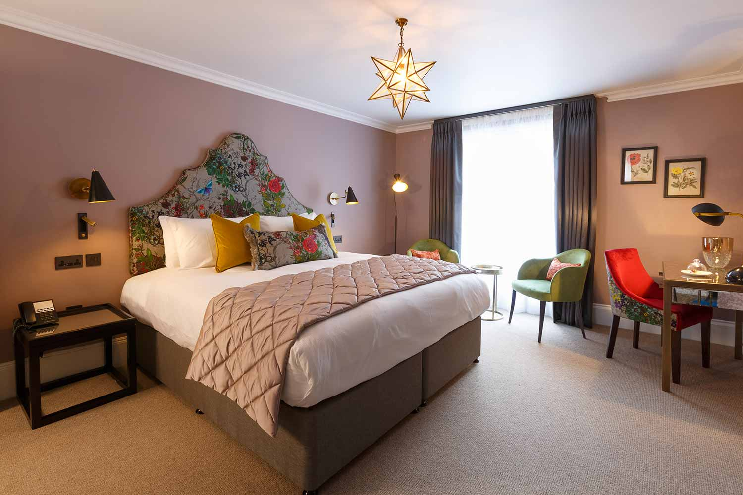 The Papava Feature Room