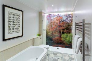 The Sequoia bathroom